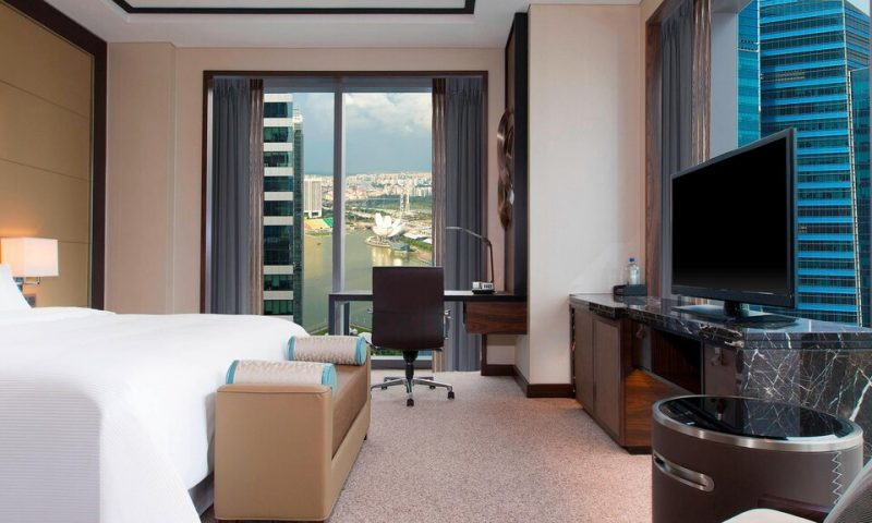 Westin Singapore Grand Premier Room with Singapore Flyer view